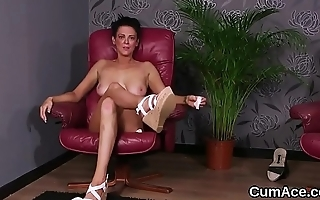 Wacky stunner gets cumshot on her outlook gulping all the spunk
