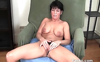 Yanks MILF Kassandra Rejected Works Her Clit