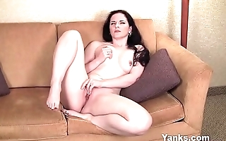 Yanks Moaning Milf Caroline Pierce
