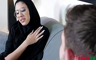 Investor Del Rey In Tiny Muslim Teen Lives The Anal Dream