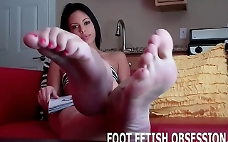 I want you to cover my feet with your cum