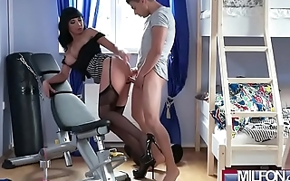 Dominant Stepmom in suspenders(Valentina Ricci) 02 mov-09