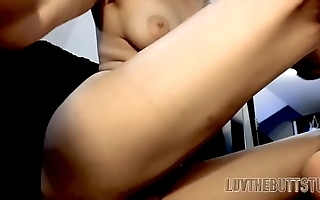Model print penetrates her ass and pussy with two dildos