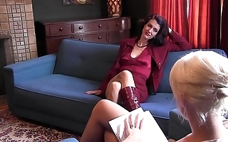 Blonde chick Dylan Ryan gets fingers thrust in her cunt on couch